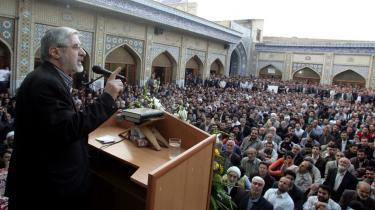 Hosein Musavi regnes som Ahmadinejads værste konkurrent til præsidentposten i Iran. Den siddende præsident gør da også, hvad han kan for at forpurre Musavis valgkamp; da Musavi for nylig skulle tale på et universitet, uddelte Ahmadinejads folk gratis endagsbilletter til et friluftsbad for at lokke de studerende væk.