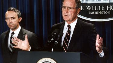 Den afgående højesteretsdommer, David Souter (t.v.), blev udpeget i 1990 af daværende præsident George Bush. Souter blev senere til de konservatives enorme forargelse en del af den liberale fløj i dommerpanelet.