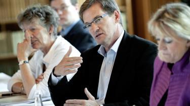 Jens Brandt Sørensen har ikke tænkt sig at stemme på nogen af de danske kandidater ved parlamentsvalget den 7. juni. Og han er ikke alene. Ifølge skribenten er det største problem dog ikke den manglen-de deltagelse ved EU-parla-mentsvalget i sig selv. Det største problem er, at den manglende deltagelse ikke tages alvorligt af de EU-begejstrede eliter.