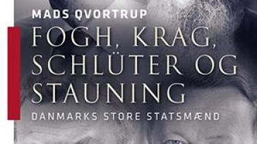 Mads Qvortrup har begået en velskrevet og velargumenteret bog om de fire danske statsministre, han mener har gjort sig fortjent til betegnelsen statsmand. Men bogen skæmmes af en række fejl