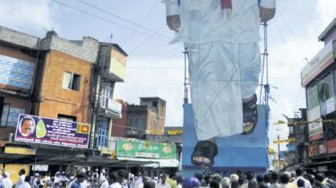 De Tamilske Tigre har overgivet sig, og deres leder er død. Tilbage står en gammel konflikt. Og den er langt fra ovre
