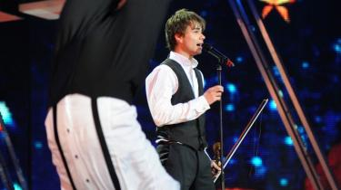 Vinderen. Alexander Rybaks show er perfekt til lejligheden: Mænd i vest, skjorte, bukser. Violinen er nøglen til en svunden tid, hvor mænd tager armbøjninger for at imponere kvinder.