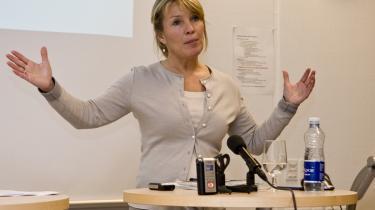 Søndag den 18. januar præsenterede erhvervs- og økonomiminister Lene Espersen indholdet i Bankpakke II for pressen. Under forhandlingerne om bankpakken fraskrev staten sig retten til at konvertere lånene til bankerne til aktiekapital.