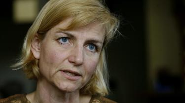 Udviklingsminister Ulla Tørnæs (V) vil ikke forholde sig til kritikken af Danida. Men det mener de konservative, at hun skal.