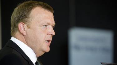 Statsminister Lars Løkke Rasmussen (V) har ansvaret for, at velfærdssamfundets kerneydelser falder i kvalitet, mener oppositionen. Kritikken går dog ikke på hans statsministertid, men på dengang Løkke var indenrigs- og finansminister.