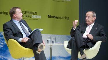-Det er jo ikke en håndfuld små-entreprenante mennesker, der har været samlet i København, men store betydende virksomheder,- sagde statsminister Lars Løkke (tv.) ved mødets slutning. Th. FN-s klimachef, Ivo de Boer.