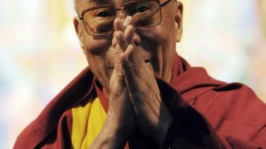 Statsoverhoveder ved ikke, hvilket ben de skal stå på, når Dalai Lama melder sin ankomst - heller ikke i Danmark.