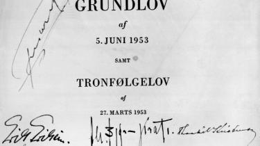 Danmarks Riges Grundlov af 5. juni 1953 samt Tronfølgelov af 27. marts 1953 med underskrifter.