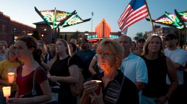 Pro-abort. Der blev afholdt mindehøjtidelighed for abortlægen George Tiller, der blev skudt ned mens han delte blade ud som kirketjener i sin egen kirke, Reformation Lutheran Church, i sin hjemby Wichita i Kansas.