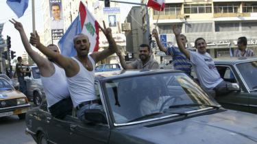 Valg i Libanon. Tilhængere af den vestligt og saudi-støttede 14.marts-koalition fejrer valgsejren i søndags, hvor de fik 69 af 128 sæder i parlamentet.