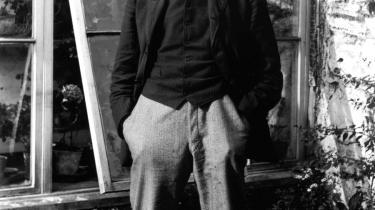 Portræt. James Joyces delvist selvbiografiske roman Portræt af kunstneren som ung mand (1916) skildrer hovedpersonen Stephen Dedalus- opvækst i det katolske Dublin, hans opgør med den jesuitiske opdragelses undertrykkende bånd, hans flugt, hans brud med familie og fædreland og hans kamp for at blive et frit og selvstændigt menneske.