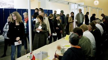 Især søndag eftermiddag og aften strømmede mange vælgere til stemmeboksene. Inden da havde flere medier skrevet historien om, at tronfølgeloven formentlig ikke ville blive vedtaget på grund af for lav valgdeltagelse.