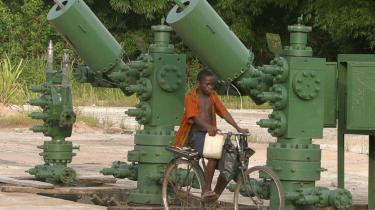 Olieudvindingen i Niger-deltaet har medført, at mange lokale har mistet deres levebrød, fordi de ikke længere kan fiske, og andre har fået beslaglagt deres landbrugsjord.