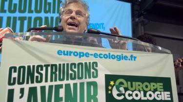 Frankrig. For de franske socialister, var nederlaget så markant, at de blev overhalet af det hidtil upåagtede grønne parti, hvis leder Daniel Cohen-Bendit her taler til  partiaktivister efter valgsejren.
