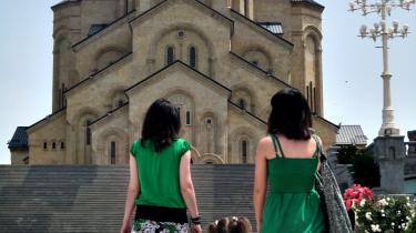 Kristendom. Georgien ligger i brudzonen mellem den europæiske, den ortodokse og den muslimske verden. Kristendomen har i landet rødder tilbage til de tidligste århundreder i den kristne tidsregning.