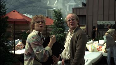 Den feterede manuskriptforfatter Charlie Kaufmans instruktørdebut 'Synecdoche, New York' er en poetisk, desorienterende og dødsbekræftende filmoplevelse