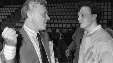 Poul Schlüter og Lars Løkke Rasmussen (t.h.) er tilsyneladende enige om, at man ikke skal tale for højt om ideologier. Men ideologierne findes stadig i den politik, der bliver ført.