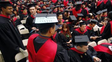 I kølvandet på finanskrisen har de dimitterende fra Harvard Business School netop svoret en ed - ligesom medicinere gør det. De kommende virksomhedsledere vil til at praktisere et etisk kodeks, så organisations-ledelse også skal handle om at tjene almenvellet.
