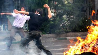 Udenrigsministeriet meddelte i går, at man vil indkalde Irans ambassadør for at fordømme vold mod demonstranter i Iran.