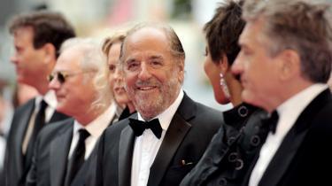 Den røde løber. Art Linson (i midten) havde en del af skuespillerne i filmen  What Just Happened?  med til filmfestivalen i Cannes i 2008. Robert De Niro (yderst til højre) spiller hovedrollen som Ben i filmen, der blandt andre også har Sean Penn på rollelisten (som sig selv) og Bruce Willis.