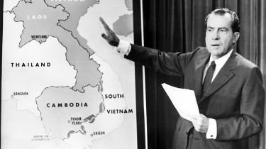 Nixon var bekymret for eftertidens dom over sig på grund af de mange års bombardementer af Nordvietnam. Men han fandt ikke fordømmelsen retfærdig: 'Når man tænker på, hvad Eisenhower gjorde under Anden Verdenskrig. Han jævnede jo hele byer med jorden,' sagde Nixon.