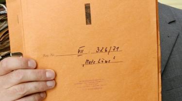 Stasi-arkivet i Berlin har 180 reolkilometer stikkerrapporter om borgere i Øst- og Vesttyskland. En østtysk borgerretsbevægelse tvang i januar 1990 myndighederne til at åbne arkivet, og nu har 1,7 millioner tyskere læst, hvad Stasi har på dem