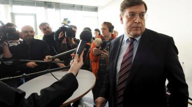 Den tyske politiker Jörg Tauss har erkendt besiddelsen af børneporno, men fastholder, at han har indsamlet det ulovlige materiale som led i sin egen personlige efterforskning. Sagen undersøges nu af politiet.