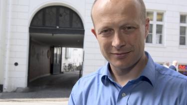 På Informations opfordring har Martin Ågerup, direktør for den liberale tænketank Cepos, leveret et udkast til en borgerlig tv-serie. Serien følger stræbsomme Jacob, charmerende Niels, smukke Susanne og korrekte Birthe gennem fem årtier