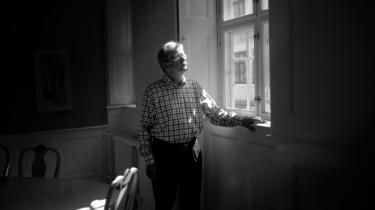Informations regerende kritikerkonge Erik Skyum-Nielsen er både frygtet og respekteret. Han er kristen, etiker, socialist og mand. Og så finder han en form for vellyst i at 'myrde' en bog