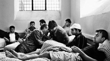 Mens de irakere, der opholder sig i Brorsons Kirke på Nørrebro, og som har fået afslag på asyl, står til at blive sendt tilbage til Irak, har Danmark netop accepteret at modtage 150-200 andre irakere fra flygtningelejre i Syrien og Jordan