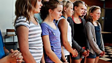 Den lokale folkeskole i Nørre Nissum er kommet i mediernes søgelys, efter at Humanistisk Samfund på baggrund af en forældrehenvendelse har klaget over, at skolen bruger fadervor i morgensamlingen. Den kristne bøn er udtryk for forkyndelse og hører derfor ikke hjemme i en dansk folkeskole, mener foreningen.