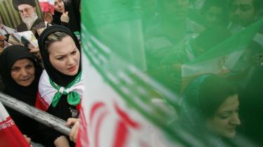 Det iranske valg splitter stadig befolkningen, og mens nogle demonstrationer har tilkendegivet støtte til Ahmadinejad, begynder flere og flere markante gejstlige nu også at kritisere valget.