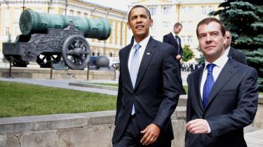 Under Bush blev en nedrustningstraktat indgået i 2002, men den udgjorde i mange henseender et brud med traditionen, idet den sammen med andre initiativer vendt imod rustningskontrol ikke bidrog til stabilitet.  Præsident Obama og præsident Medvedev prøver nu at bygge bro fra fortiden til fremtiden.