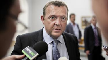 Lars Løkke Rasmussen (V) stiller krav til journalisternes spørgsmål, og det godtager både DR og TV 2.