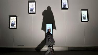 'Et stille liv er et virkeligt liv', siger multikunstneren Robert Wilson i udstillingens program, og det er stilheden og stilstan-den, der er de fremherskende elementer i de 25 videoportræt-ter, han udstiller i Milano.