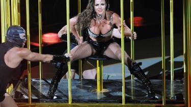 Britney Spears ville have de danske pressefotografer til at underskrive en fotokontrakt og dermed give hende lov til at bestemme, hvilke billeder der måtte bruges, ligesom hun ville have rettighederne til deres billeder. Det krav faldt ikke i god jord hos fotograferne, der boykottede koncerten. Billedet her er fra en Britney Spears' koncert i Paris først på måneden.