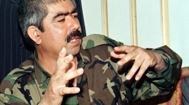 General Dostums milits skulle have dræbt mindst 1.000 Taleban-fanger i 2001 - hvilket den amerikanske Bush-administration angiveligt har dækket over. Dostum er i dag stabschef for den afghanske hær, og USA's præsident Obama vil have en undersøgelse.