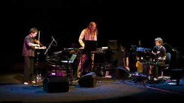 Laurie Anderson strålede, og Lou Reed vaklede under deres forenede koncert i statsradiofoniens nye gemakker