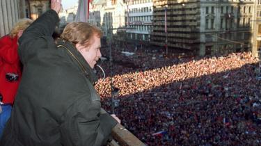 aclav Havel på Wenceslas-pladsen i Prag i december 1989. Et par uger senere blev han valgt til præsident for Tjekkoslovakiet.