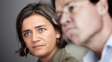 Handlingslammet. De radikales  gruppeformand Margrethe Vestager fremstår som den ansvarsbevidste storesøster, men hun har svært ved at være en håndfast leder over for partiets ældre og indbyrdes uenige folketingsmedlemmer, skriver Tim Knudsen. Vestager har hverken en pisk at smælde med eller gulerødder at lokke med, og mindst tre af partiets ni folketingsmedlemmer genopstiller ikke ved næste valg. Senest har en fjerde, Morten Helveg Petersen (th), forladt Folketinget for at blive direktør for Foreningen af Danske Interaktive Medier.