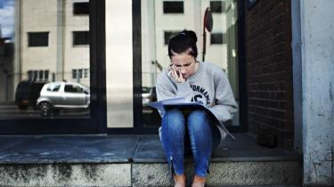 Amalie Francke fik afslag på sin ansøgning om optag på Sygeplejerskolen.' Jeg er rigtig træt af det. Jeg har bare lyst til at komme i gang, men det er jo svært i disse tider, siger hun.