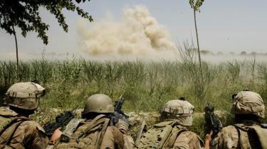 De udenlandske tab vokser voldsomt i Afghanistan, hvor ni udenlandske soladater blev dræbt i weekenden.