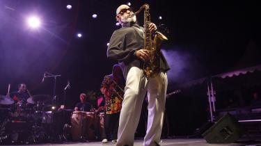 Download fra nettet af jazz giver skinger, dårlig lyd, jazz-cd'er den næstbedste løsning, og der er heldigvis mange muligheder. Men den bedste jazz høres live: Her amerikanske Sonny Rollins, der giver den for fulde basunkinder ved Nices Jazz Festival i sidste uge i Sydfrankrig.