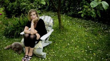 Betalt for kærlighed. Det er trist, at danske børn tilbringer de fleste timer af deres liv i selskab med nogle mennesker, som får penge for at elske dem. Det er min fornemmelse, at børn i den størrelse har brug for nærkontakt til ét voksent menneske - helst deres mor, siger Katrine Winkel Holm, der er stolt af, at det er kun er et af hendes tre børn, der har været i institution.