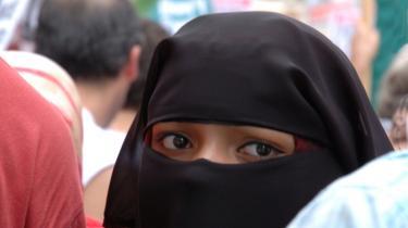Niqab umuliggør, at kvinder kan leve som mennesker med rettigheder og pligter på lige fod med mænd, skriver dagens kronikør.