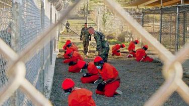 Den britiske regering har haft svært ved at erkende sit medansvar for de 'ekstraordinære udleveringer' af briter til bl.a. Guantánamo.
