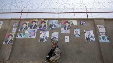 'Der vil være områder af landet, hvor det ikke vil blive muligt for folk at stemme, fordi områderne stadig er under fjendens kontrol, og fordi sikkerheden er for dårlig til, at vi kan beskytte folk,' siger Margie Cook, som er UNDP's chefrådgiver under forberedelserne til valget i Afghanistan, til Information.