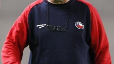 Pres, pres, pres. Chiles landstræner, Marcelo Bielsa, står for aggressiv angrebsfodbold.