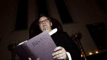 Præster og biskopper er delt i spørgsmålet om, hvorvidt afhentningen  af de afviste irakiske asylansøgere i Brorsons Kirke var en krænkelse af kirken som et fredhelligt rum