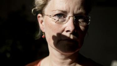 Helle Spanggaard blev fyret fra sit job som socialrådgiver i Samsø Kommune. Hun  mener, at det var, fordi hun havde kritiseret sin chef